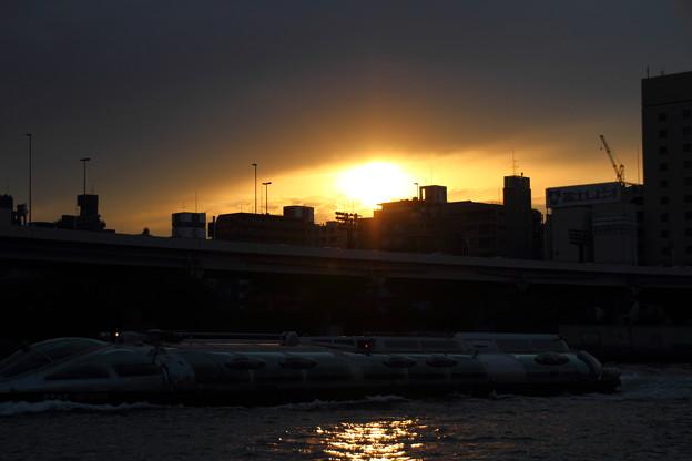 夕日と水上バス