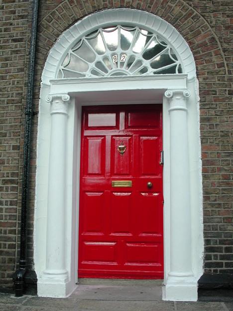 赤いドアのお宅
