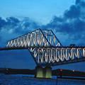 写真: 夕闇迫るゲートブリッジ