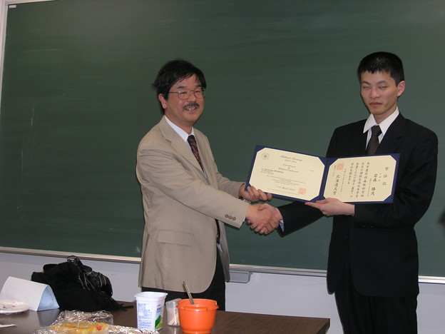 20100325 岩森卒業証書受け渡し