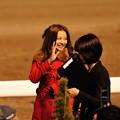 Photos: [東京大賞典2013]帰り際の香里奈さんが後ろの客に手を振る