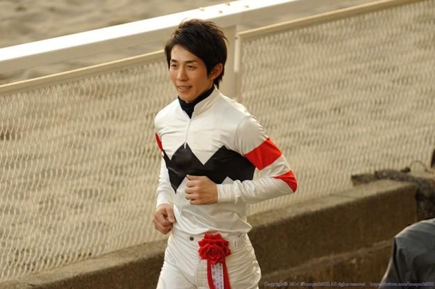 [川崎記念14]表彰式に駆け足で駆けつける幸騎手
