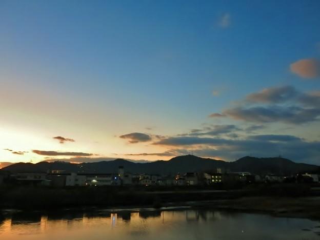 鏡川の夜明け・1