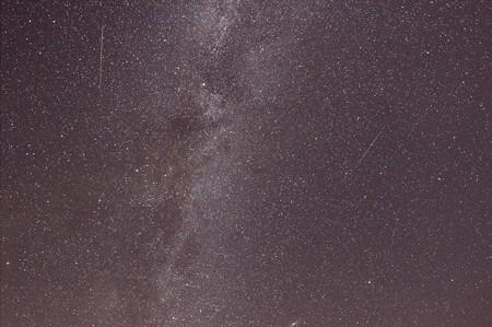 大三角の下、流れる星。