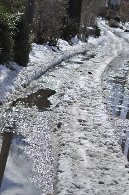 2月16日、小川と化した長い坂道