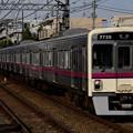 千歳烏山駅に到着する7026F急行新宿ゆき