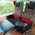 写真: HB-E300系の座席