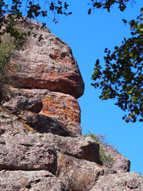 岩が特徴的