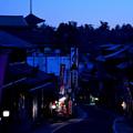 Photos: 夜明け前の参道