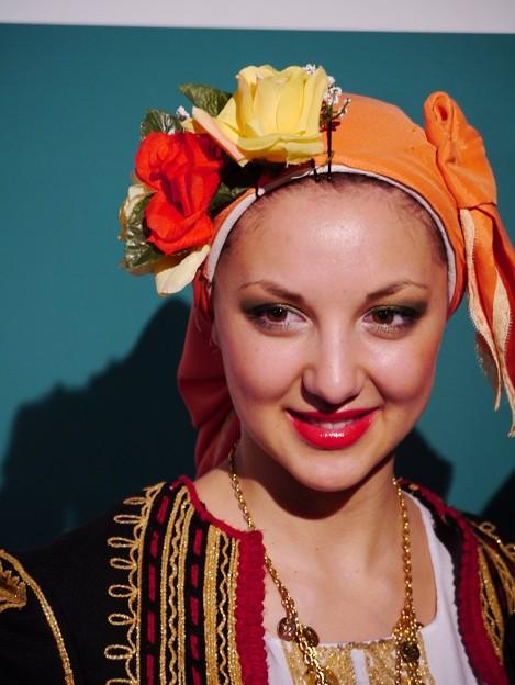 民族衣装を着たブルガリアの女性