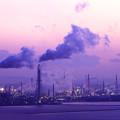 紫色の工場夕景
