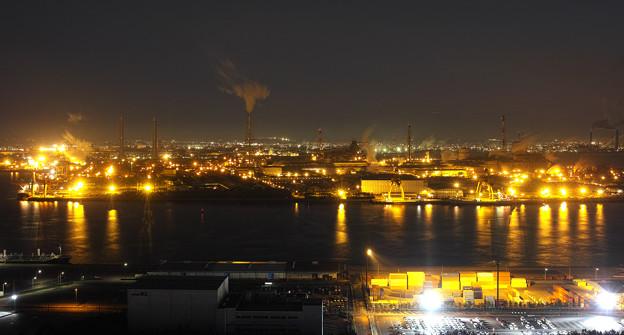 金色の工場夜景