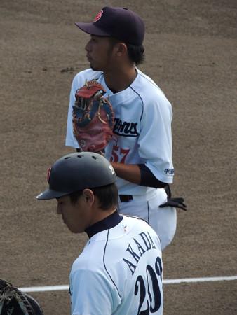 005 捕手の吉田#57と赤田#203