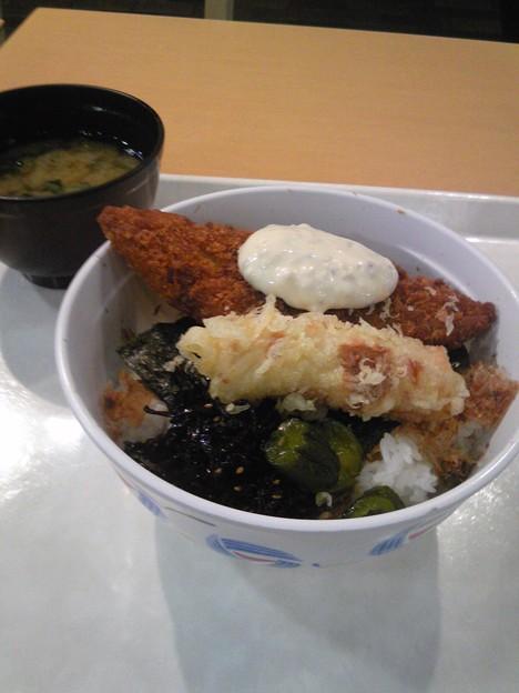 写真: のり弁当ふう丼?