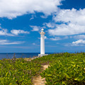 写真: 残波岬の灯台