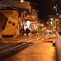 Photos: 線路脇にレストランやホテルが立ち並ぶ不思議な雰囲気