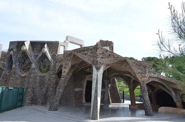 コロニア・グエル教会堂外観