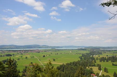 ノイシュヴァンシュタイン城からの美しい田園風景