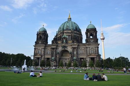 ベルリン大聖堂、前の公園が気持ちいい