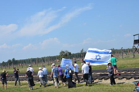 祈りの行進をするユダヤの方