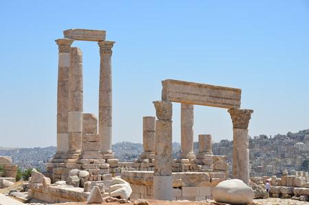 ヘラクレス神殿跡、丘の上にあります