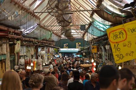 新市街のマーケット。ユダヤ教の大晦日でもここだけは賑わっていた