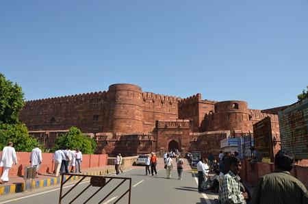 アーグラー城の入口。赤い城壁