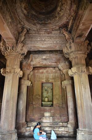 寺院内部はお祈りのスペース