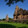 写真: ヴィシュヴァナータ寺院。周辺は整備されていて綺麗