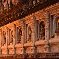写真: マハーボディー寺院。夕日に照らされて美しい