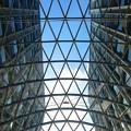 写真: 愛知大学 新名古屋キャンパス:校舎間にあるガラス屋根 - 09