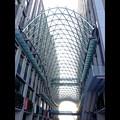 写真: 愛知大学 新名古屋キャンパス:校舎間にあるガラス屋根 - 14