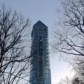 写真: 夕暮れにモニュメントのようにそびえ立つ東山スカイタワー - 2