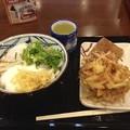 丸亀製麺:「とろたま うどん」といなり寿司、かき揚け?の日替わりセット