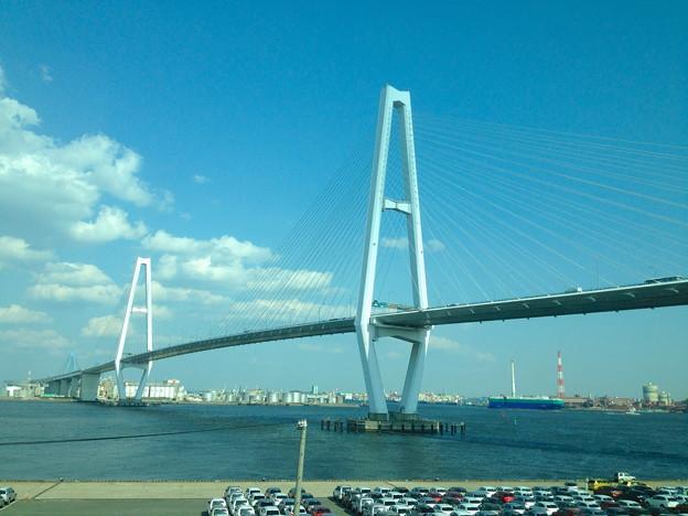 写真: あおなみ線車内(金城ふ頭駅付近)から見た名港トリトン - 1