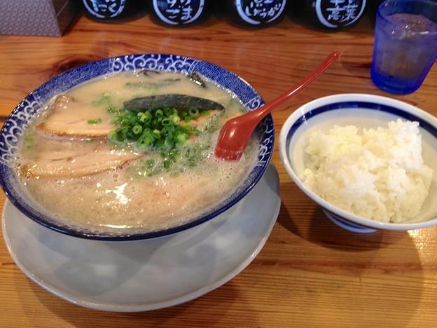 鶴亀堂:あっさり塩とんこつ(全部のせ)とライス