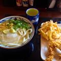 丸亀製麺:「スダチおろし冷かけうどん」と野菜のかき揚げ、かしわ天 - 1