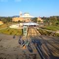 写真: 愛・地球博記念公園:観覧車内から見た、愛知県児童総合センターと休憩所 - 1