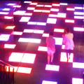 写真: ルーセントタワー地下1階「サンクンガーデン」の光る床 No - 3