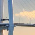 写真: 夕暮れ時、名古屋港水族館から名港中央大橋を望む No - 02
