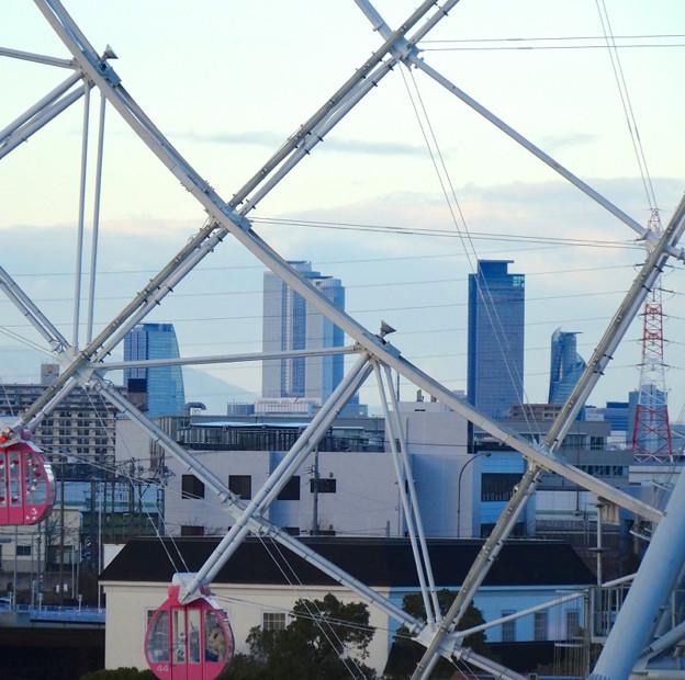 写真: シートレインランドの大観覧車越しに見た、名駅ビル群 - 1