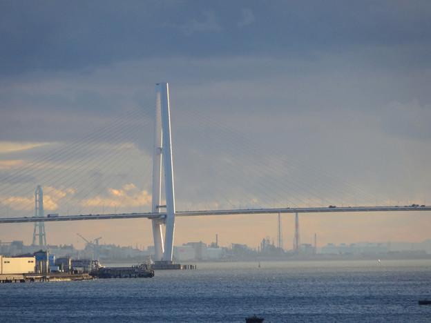 名古屋港水族館から見た、夕暮れ時の名港中央大橋 - 2