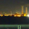 写真: 夜の中部電力 新名古屋火力発電所