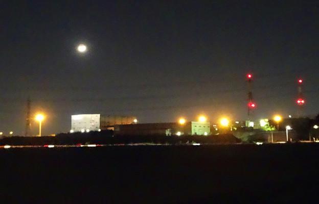 「荒城の月」…ならぬ、「工場と月」 - 2
