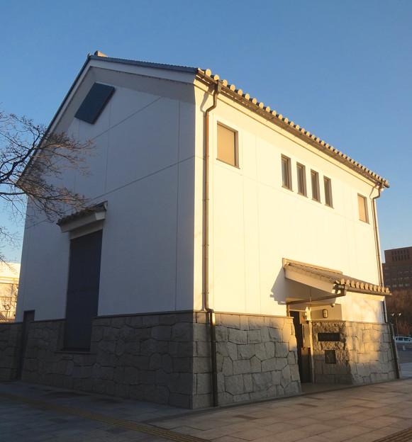 蔵のような建物の名城変電所 - 1