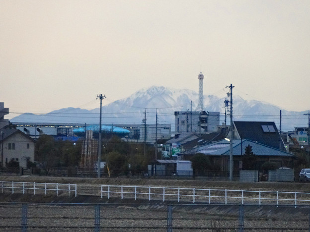 春日井市内から見えた、雪を頂く伊吹山 - 3