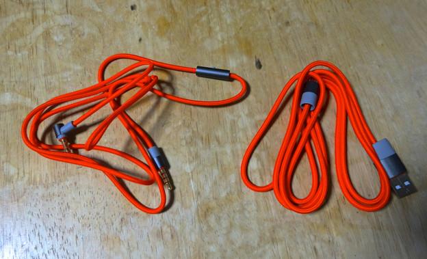 Jabra REVO Wireless No - 07:アナログ音声ケーブルと、充電用USB-Microケーブル