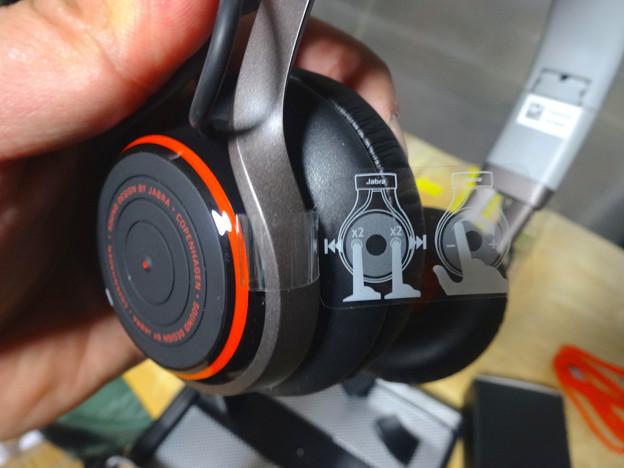 Jabra REVO Wireless No - 08:「ターンテーブルタッチコントロール」の説明