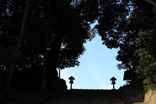 湯渡り神社参道