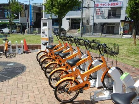 オレンジ色の自転車